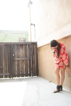 H&M dress - santee shoes - Gucci sunglasses - homeade bracelet