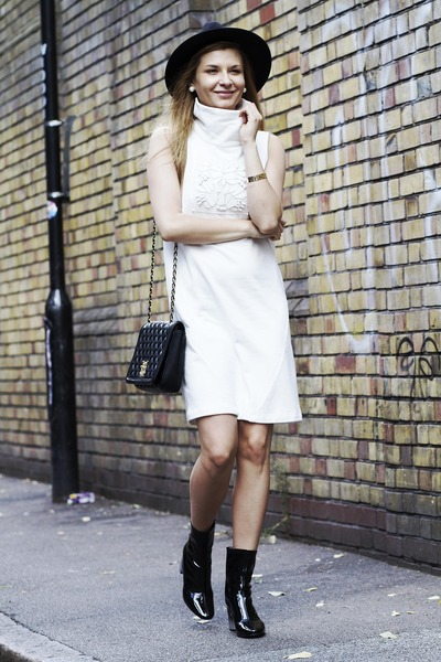 Moschino bag - Zara heels - Happiness Boutique accessories