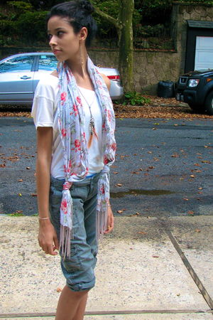 silver Urban Outfitters scarf - green American Eagle pants