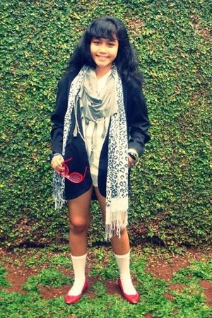 gray cottonink scarf - unbranded shirt - unbranded blazer - socks gallery socks