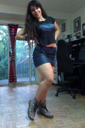 boots - skirt - t-shirt