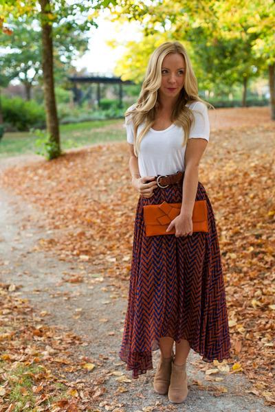 Oak and Fort skirt - Dolce Vita boots - Aritzia t-shirt - Lauren Elan bracelet