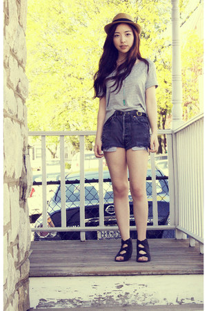 UO hat - vintage Levis shorts - Deeny & Ozzy wedges - H&M top