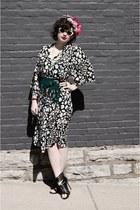 white vintage Flora Kung dress - green vintage fringed none belt
