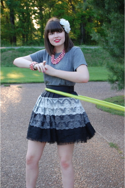 gray Forever 21 skirt - gray Jacobs by Marc Jacobs t-shirt - pink vintage neckla