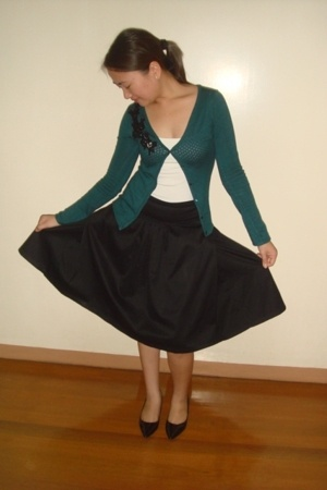 Mango skirt - Mango green cardigan - Kamiseta white tank top - Charles &amp; Keith s