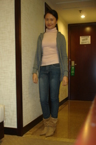 gray Zara sweater - pink mng turtle neck top - jeans - brown boots