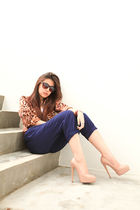 blue clothesnpeople pants - beige brian atwood shoes - brown rayban sunglasses