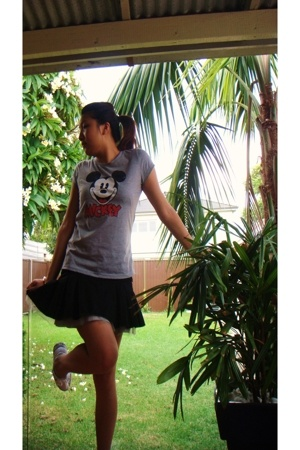 Disney t-shirt - skirt - supre skirt - Converse shoes