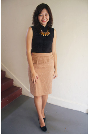 black Sacoor Brothers top - camel Sacoor Brothers skirt - black TODs heels