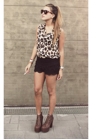 Forever21 blouse - Jeffrey Campbell shoes - Queens Wardrobe shorts