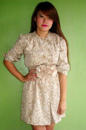 vintage dress - People are People belt - peep-toe CMG heels