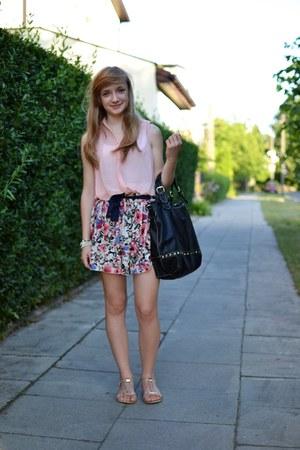 light pink H&M shirt