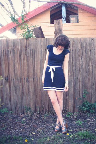 blue Button N Thread Boutique dress - gray Topshop shoes - silver diva accessori
