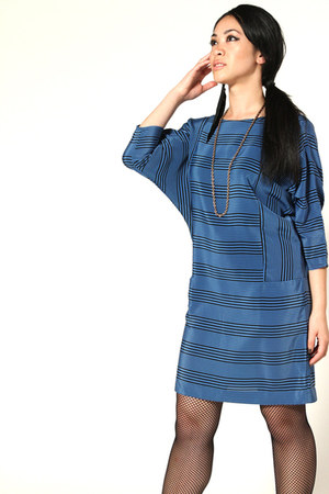 blue vintage dress - black HUE stockings - black DIY earrings - black thrifted v