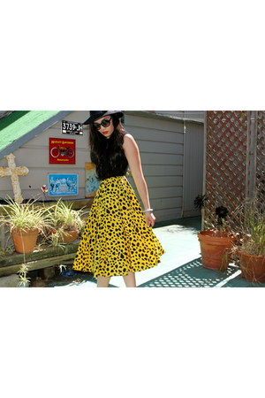 yellow vintage dress - black vintage hat - black Kiss sunglasses - black vintage