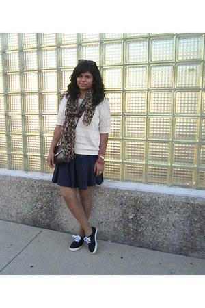 bronze Cleo scarf - beige Forever 21 shirt - crimson vintage purse