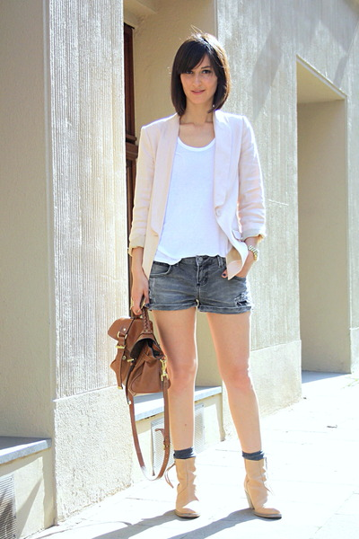 nude boots acne boots - nude blazer H&M blazer - Zara shorts - oversize tee t by