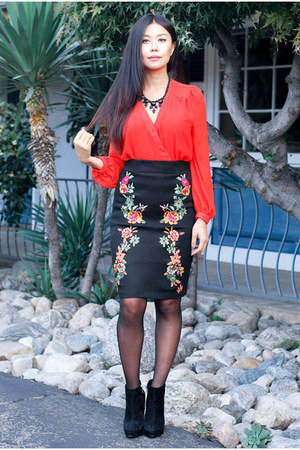 black floral Lulus skirt - black ankle boots BCBGeneration boots