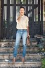 Sky-blue-wrangler-jeans-neutral-equipment-blouse-nude-topshop-pumps