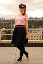 white striped Old Navy t-shirt - brick red Nine West hat