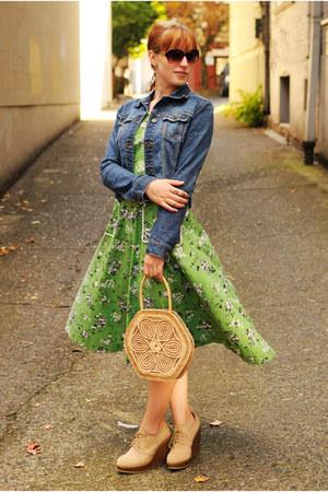 beige straw purse - beige wedge boots - green dress - navy jean jacket