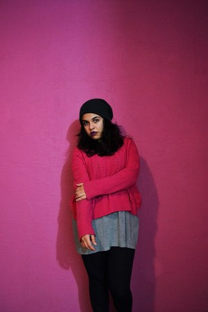 hot pink oversized Silver & Plate sweater - mustard work pull&bear boots