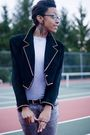 Gray-jeans-black-jacket-silver-shirt-black-shoes