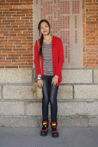 ruby red genuine leather Esprit boots - navy jeggings Tomato jeans - gray long t
