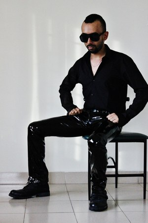 black leather biker boots - black slim fit shirt - black sunglasses