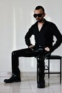 Black-leather-biker-boots-black-slim-fit-shirt-black-sunglasses