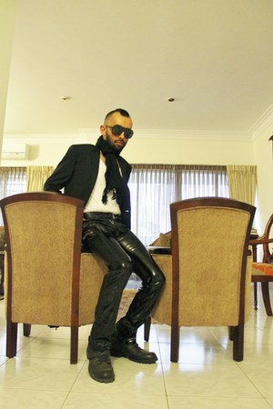 black leather boots - black slim fit blazer - white stretch shirt