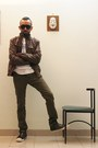 Olive-green-shoes-tawny-leather-jacket-black-sunglasses