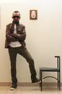 Olive-green-shoes-tawny-leather-jacket-black-sunglasses