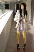 yellow socks - black Parisian heels