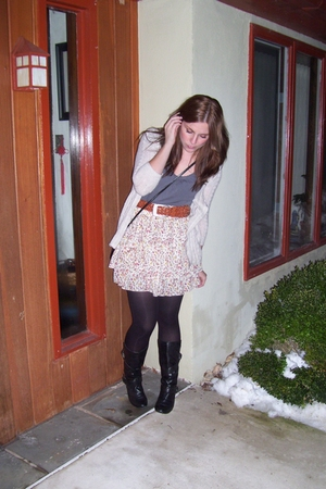 abercrombie and fitch sweater - H&M t-shirt - thrifted belt - unknown boots - ny
