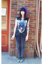black vintage t-shirt - purple vintage hat - white Urban shoes