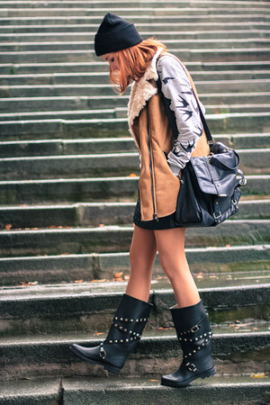 Choies vest - PERSUNMALL boots - Brian Lichtenberg hat - Sheinside sweater