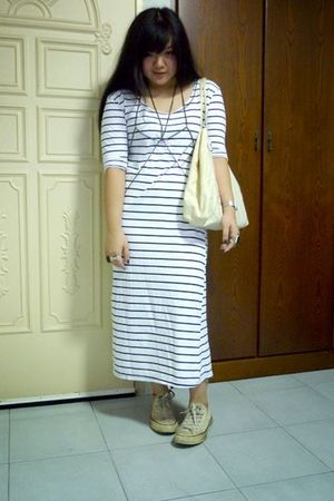 white dress - beige Tongue in Chic bag - beige Converse shoes - silver Forever 2