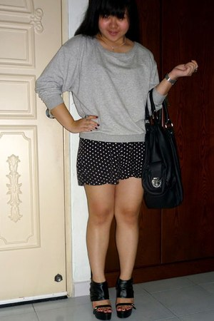 heather gray Forever 21 sweater - black cotton on shorts - black Topshop bag - b