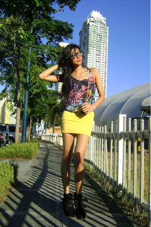 black studded Forever 21 boots - black mini-bag From Bazaar bag - yellow skirt -