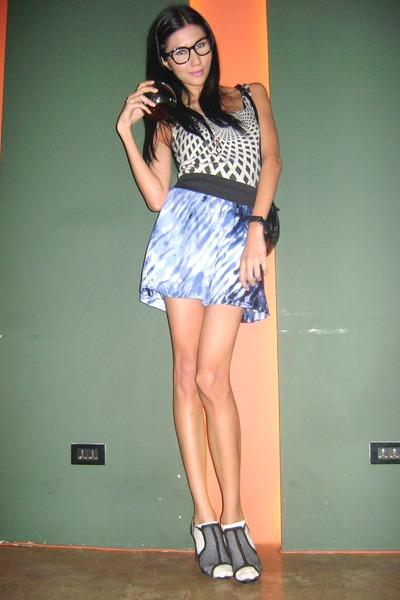 gray Folded & Hung shirt - blue Forever 21 skirt - black Parisian shoes - white