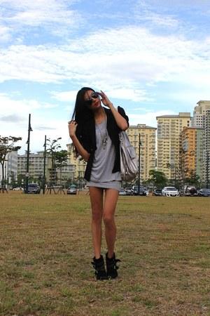 studded Forever 21 boots - Paperbag Vintage blazer - DKNY bag - Mango skirt - ta
