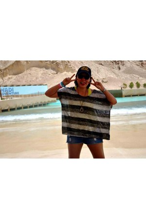 American Eagle hat - rayban sunglasses - inner H&M Trend t-shirt