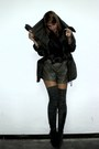 Zara-boots-misako-belt-shorts-pull-bear-coat