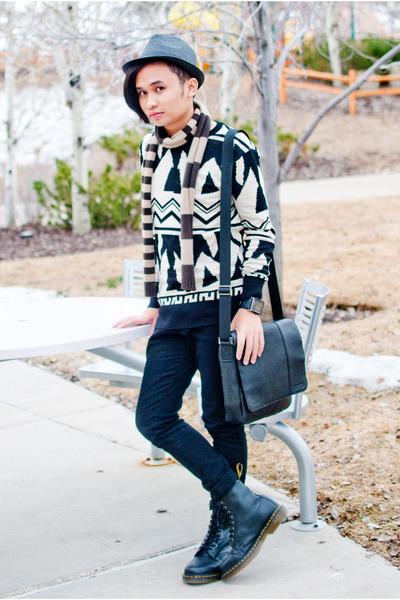 black leather Dr Martens boots - black skinny jeans h&m divided jeans