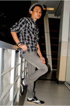 black black and white Milanos shoes - gray denim Penshoppe pants