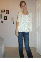 Seven For All Mankind jeans - vintage earrings - floral print Lulus top - ruffle