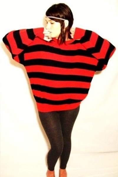 red striped batwing Richwils Back to Back top - gray warm knit Express leggings