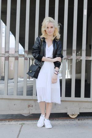white v neck Aritzia t-shirt - black leather Marlboro jacket